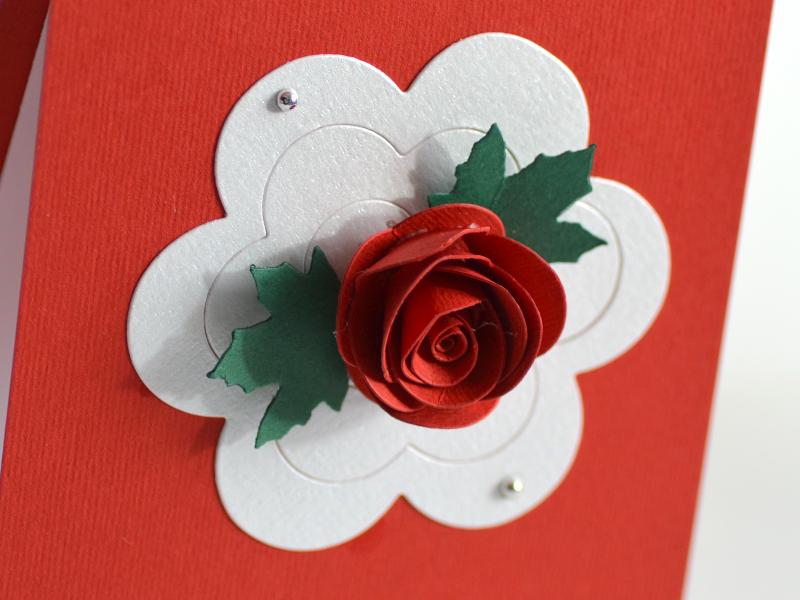 Detaliu Asiris floare rosie nunta